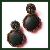 Orecchini pendenti ottagonali dipinti a mano verdi e marroni