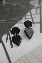 orecchini total black in fimo geometrici a goccia, pendenti piccoli _074_