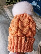 cappello di lana 100% con pompon di volpe siberiana,colore salmone chiaro