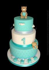 Torta finta, orsetto, primo compleanno, battesimo, azzurro e bianco