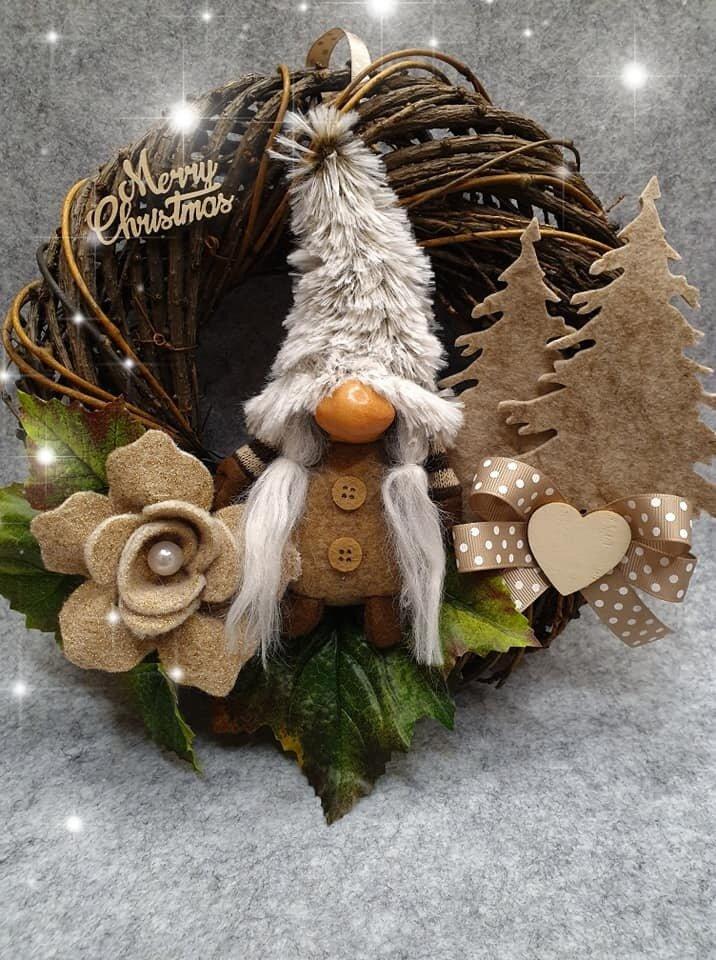 Ghirlanda natalizia con gnomo