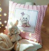 Fodera per cuscino per la bambina con ricamo a punto croce