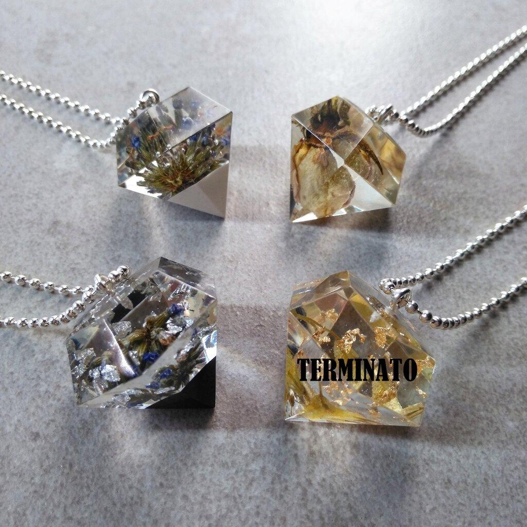 Ciondolo diamante ciondolo resina fiori veri foglia argento bocciolo di rosa gialla fatto a mano