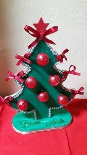 alberello di Natale in legno con cioccolatini