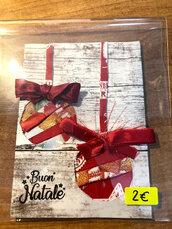 Biglietti di Natale con palline con fiocchi rossi