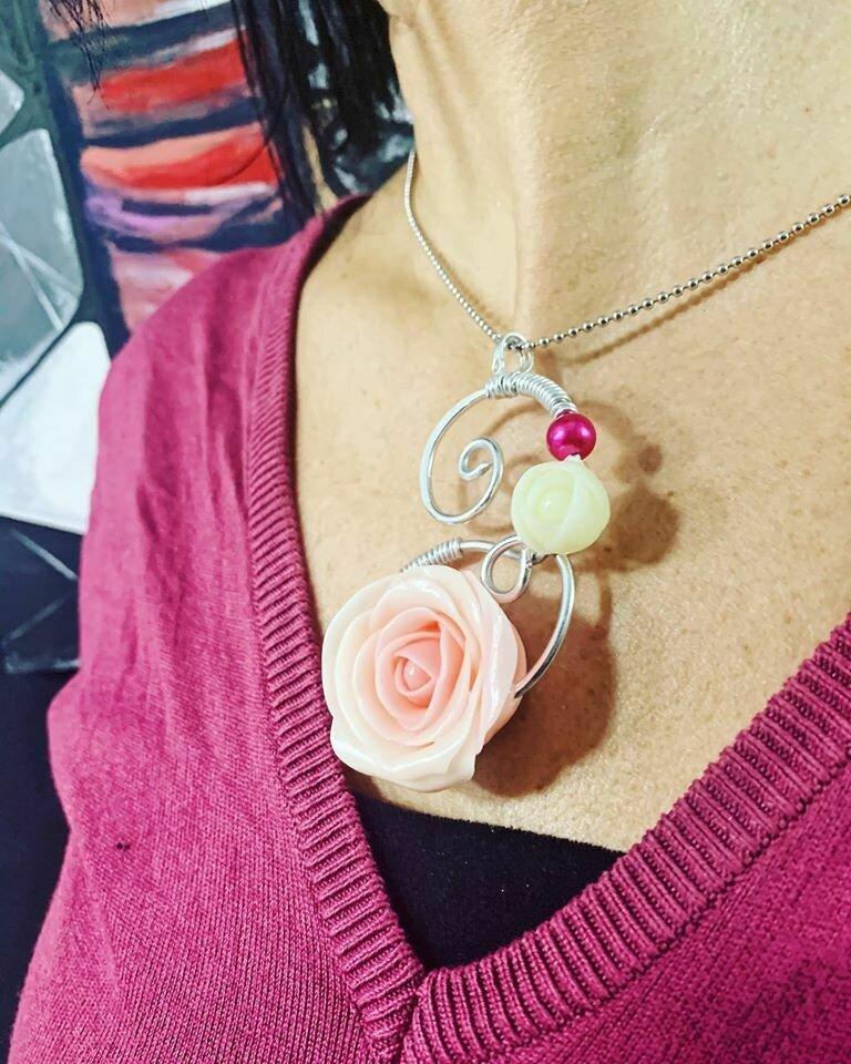 Ciondolo Wire Rose Chiare