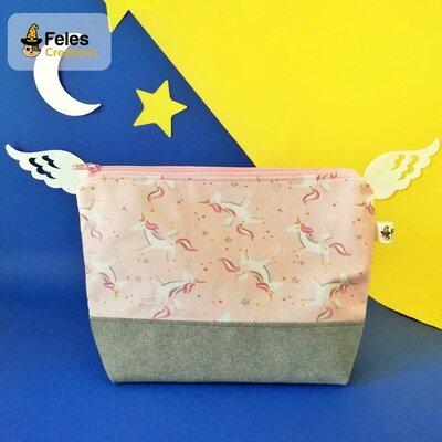 "Pochette ""Unicorni rosa tra le stelle"""