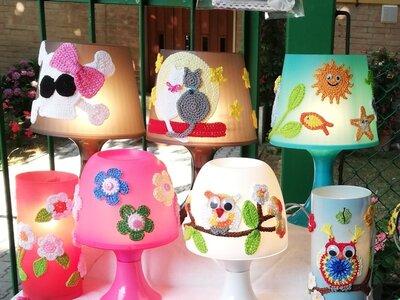 Lampade decorate a uncinetto
