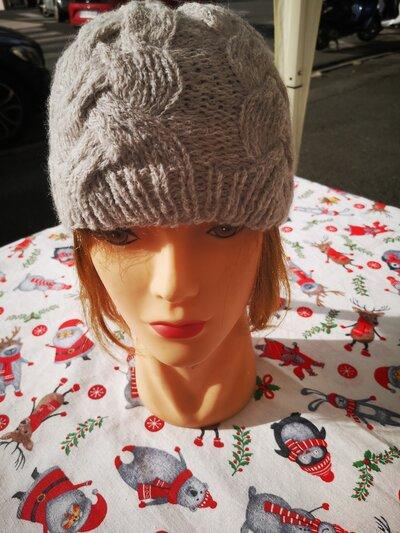 Cappello con le trecce - Donna - Abbigliamento - di Angolo ...