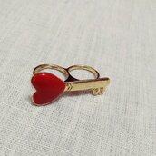 Anello a due dita chiave con cuore rosso