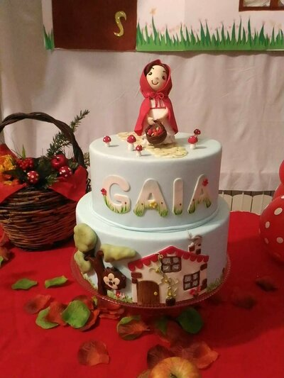 Torta. finta.compleanno. Cappuccetto.rosso. Painting e modelling