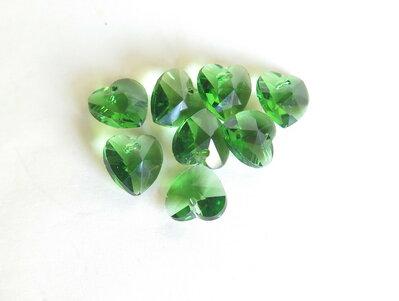 Pendente sfaccettato a forma di cuore  verde CIO46