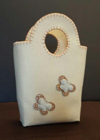 Borsetta bambina in feltro beige fatta a mano