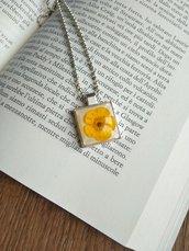 Collana con ciondolo fiori veri ranuncolo giallo ciondolo fatto a mano ciondolo resina