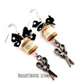 Orecchini Forbici - sarta - sartoria - handmade - con fiocchetto e rocchetto di cotone bianco - miniature