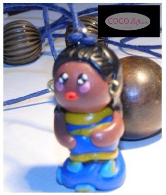 collana con bambolina africana