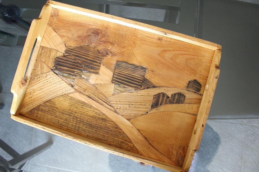 Vassoio in legno intagliato