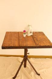 Tavolo in legno e acciaio