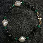 Bracciale in agata verde, perle e lava.