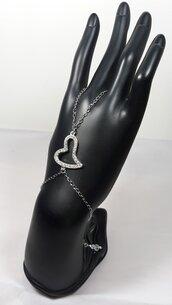 Bracciale alla schiava con anello e un cuore di strass