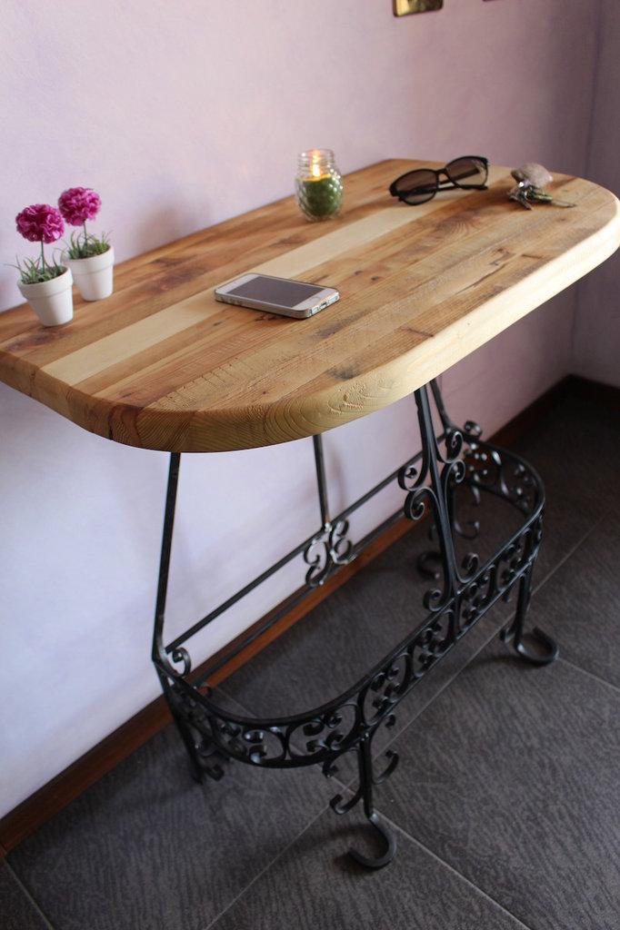 Tavolino da parete in legno e ferro