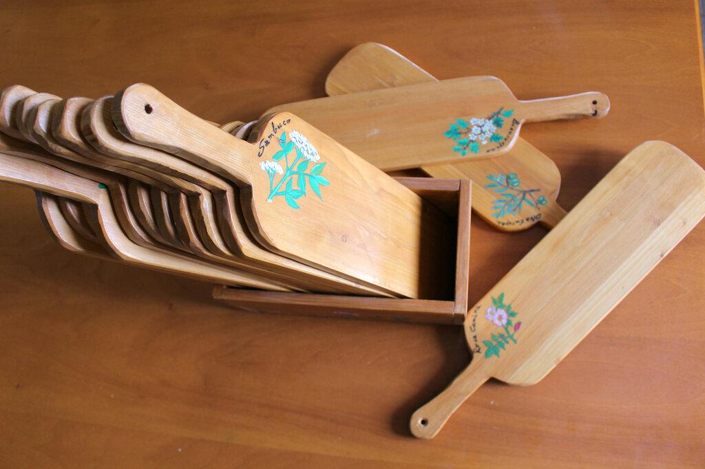 Taglieri in legno decorati a mano