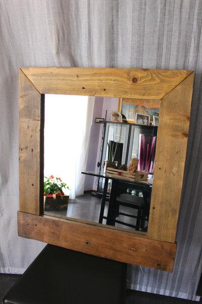 Specchiera in legno illuminata