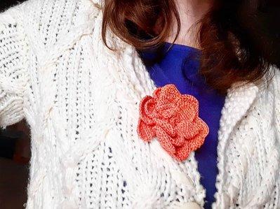 Spilla per abiti grande Fiorefermaglio in cotone color rosa pesca