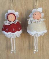 Bamboline in pannolenci per decorare l'albero di Natale