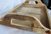 Vassoio in legno chiaro con manici