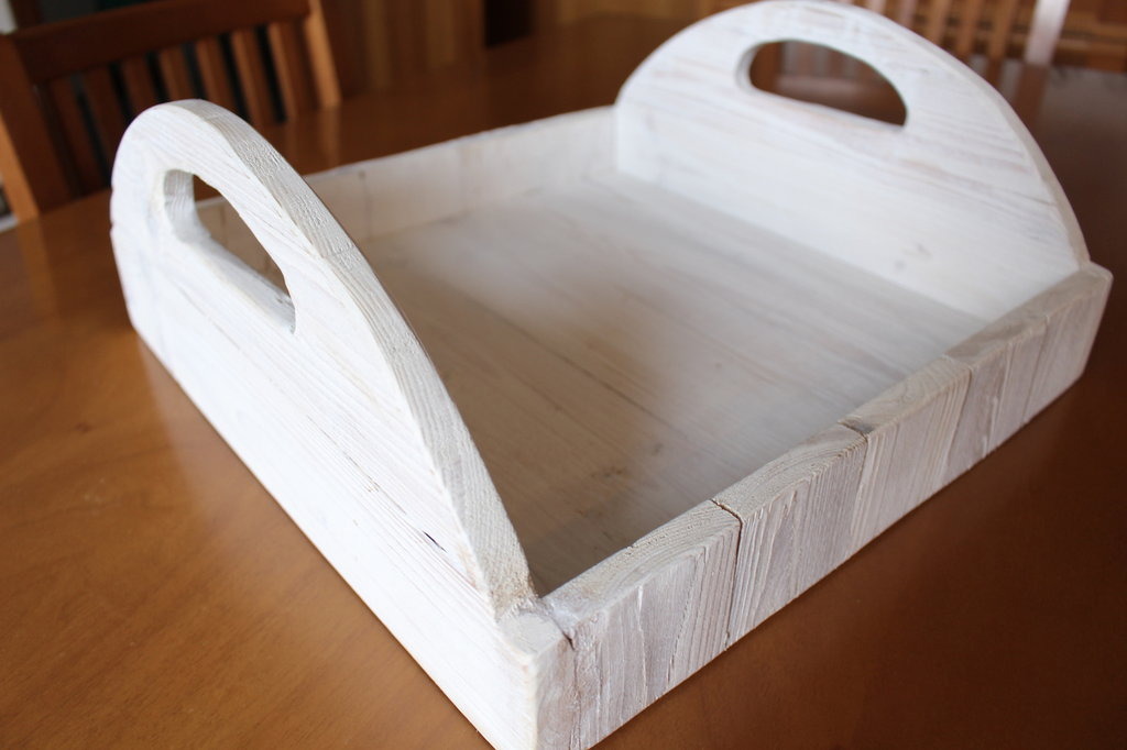 Vassoio in legno bianco con manici