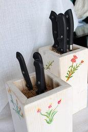 Ceppo per coltelli universale in legno bianco, decorato