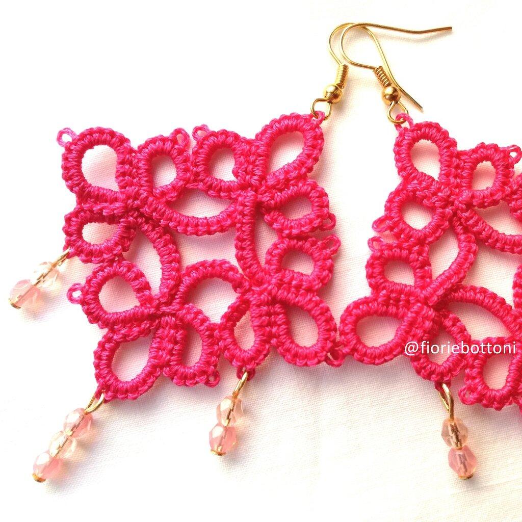 Orecchini chiacchierino rosa con mezzi cristalli