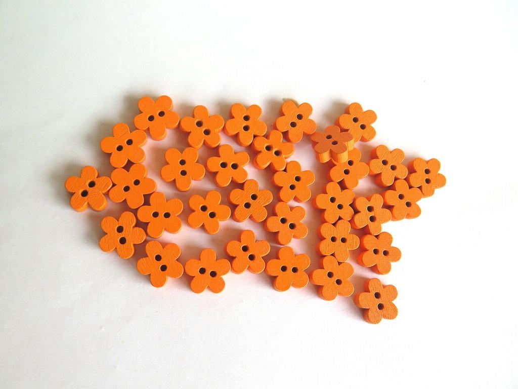 6 Bottoni di legno a forma di fiore   BOT23
