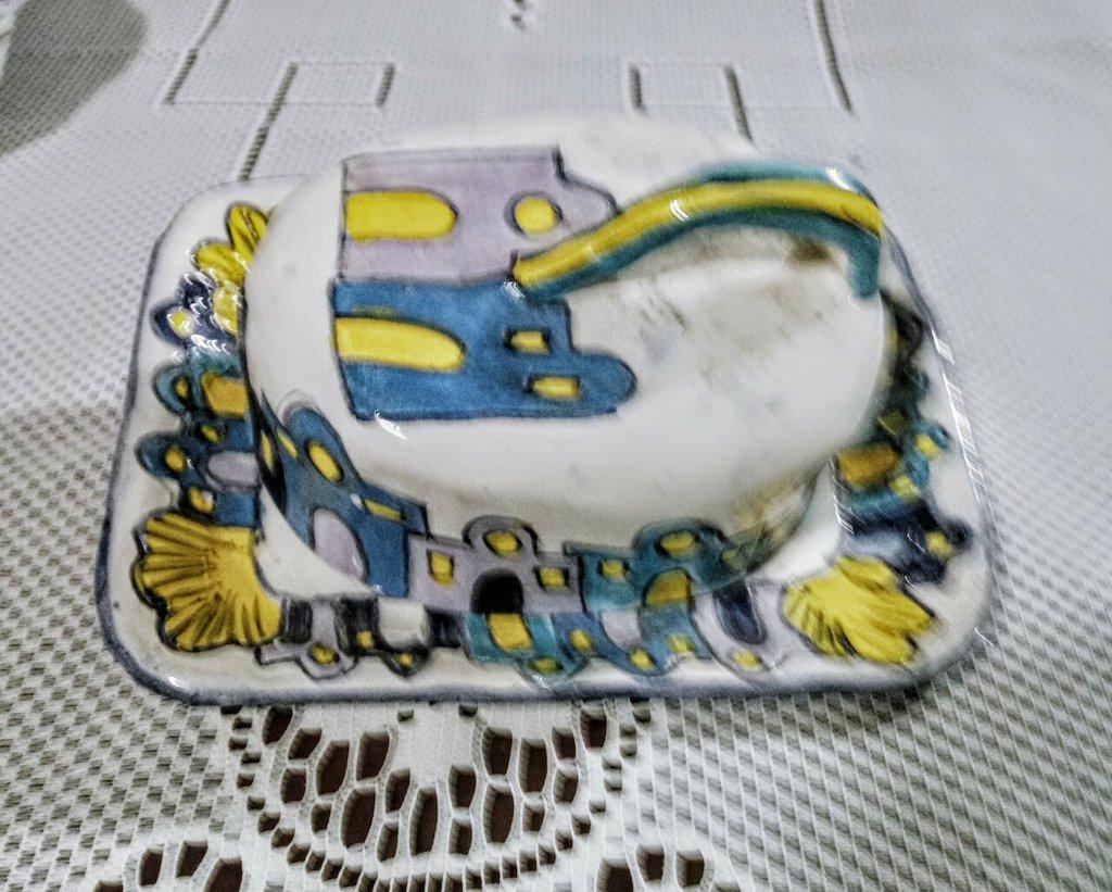 2° Porta burro di ceramica vassoio e tappo manufatti di ceramica dipinto a mano con motivi di casette
