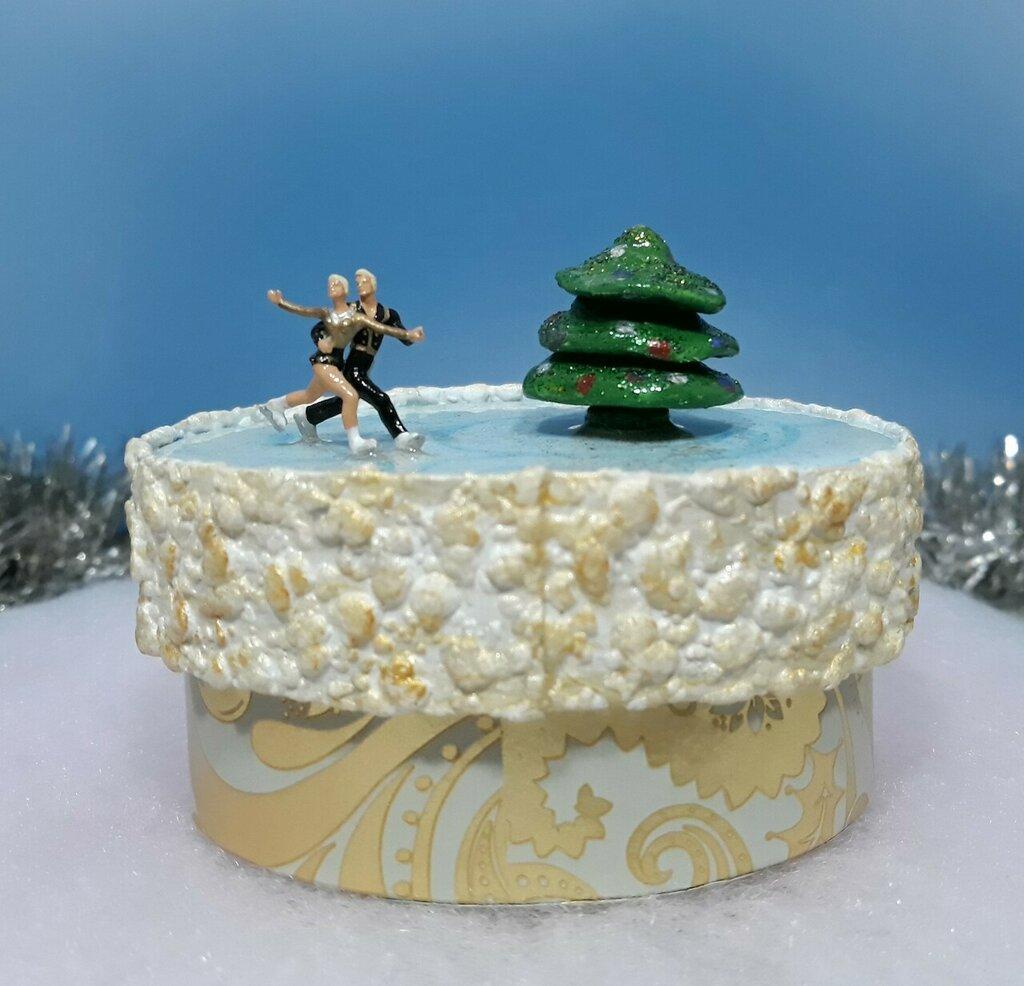 Scatola regalo decorata a mano con Pattinatori, Idea regalo per Natale