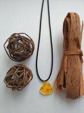 Collana con ciondolo resina ciondolo fiori ranuncolo giallo ciondolo fatto a mano collana fiori cuore san valentino