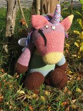 Unicorno arcobaleno amigurumi