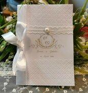 Libretto Messa Chic bianco con inserti in pizzo e perla