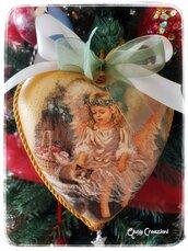 Cuore natalizio in polistirolo con angelo