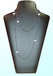 Collana rosario con cristalli blu e perle di fiume.