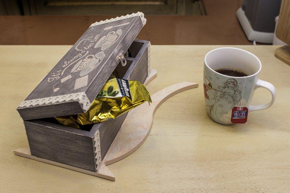 é l' ora del thé
