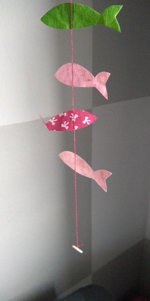 Ghirlanda decorativa in carta colorata