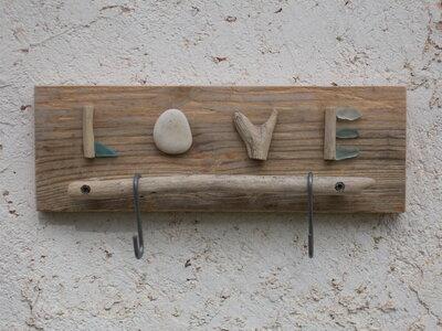 Appendi tazze in legno, appendi tazze decorato con legni e vetri di mare, appendi tazze in legno con scritta love