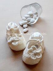 Scarpine Battesimo bimba in lana merino con fiore in velluto bianco panna