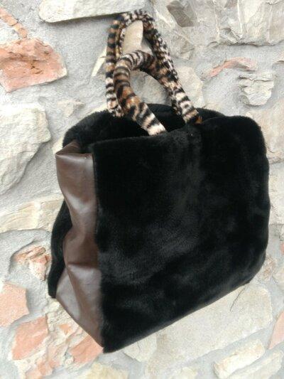 Shopper marrone in eco-pelliccia