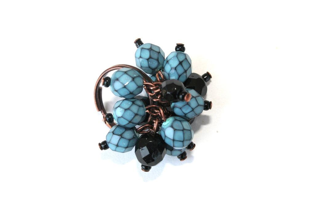 Anello charms perle toni blu e nero