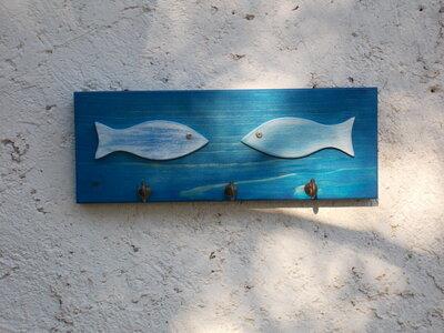 Appendichiavi in legno, appendioggetti decorato con pesci