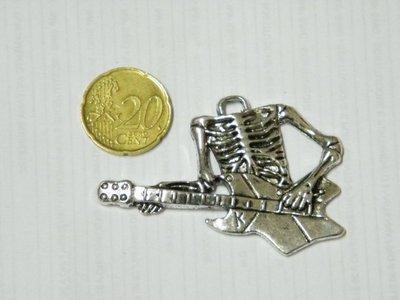 Charm scheletro con chitarra