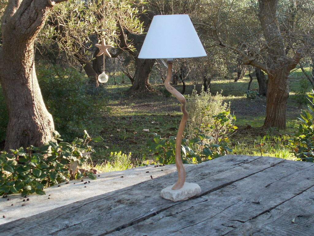 Lampada da tavolo in legno d'ulivo,lampada in legno con paralume